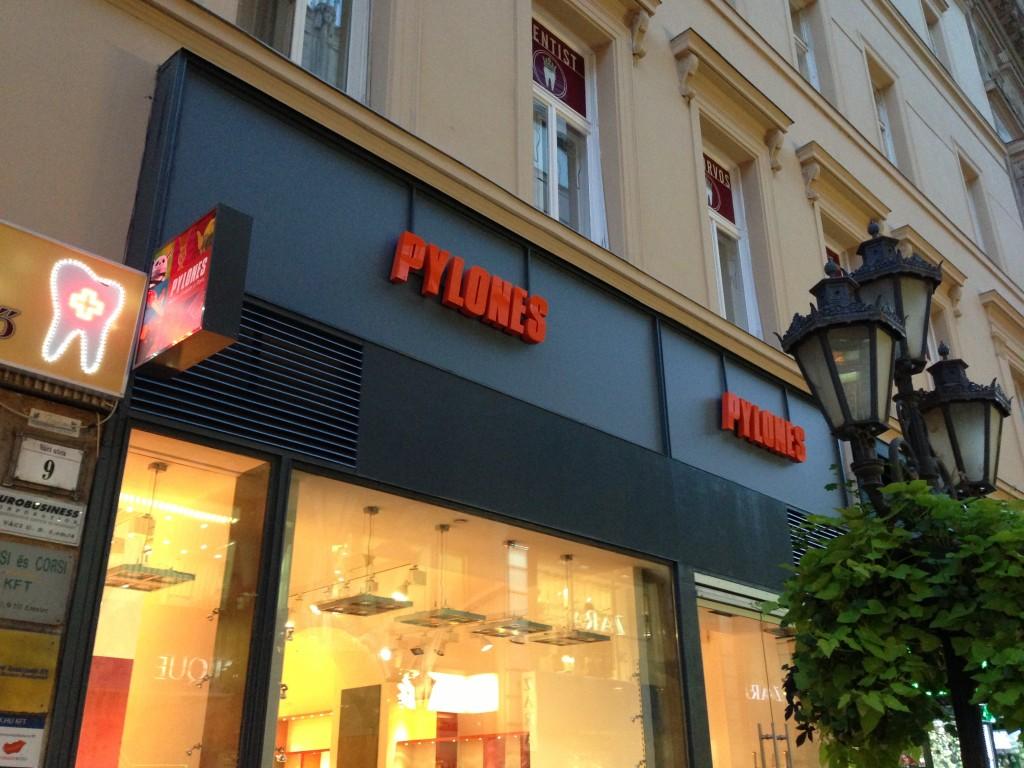 Pylones (Budapest, Váci utca)